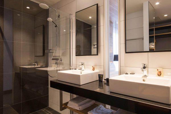 Hotel de Sterrenberg Deluxe badkamer